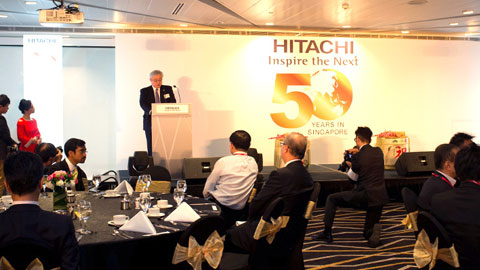Mr Toshiaki Higashihara, President & COO of Hitachi, Ltd., giving the official welcome address for the reception.
