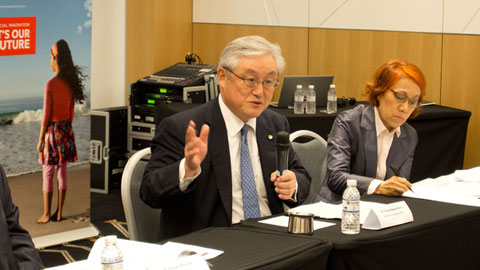 Mr. Higashihara, President & COO of Hitachi, Ltd., answering a question from the media.