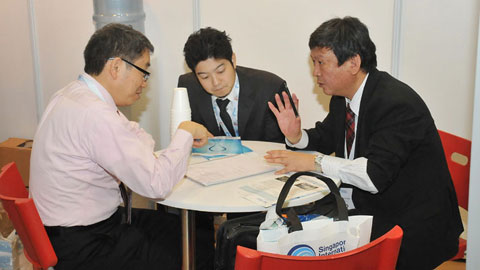 Mr Uchida and Mr Umeki from Hitachi Asia discussing about water plans in Australia with Mr Watanabe from Hitachi Australia