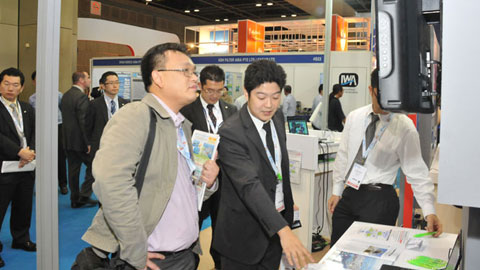Mr Umeki from Hitachi Asia (Centre of Excellence) explaining Hitachi Water System