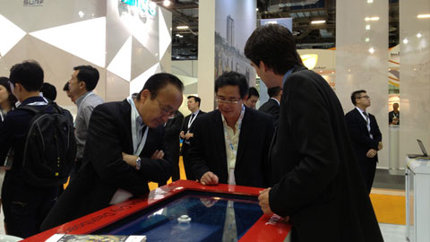 Explaining to Mr Kiyoaki Iigaya, Chief Executive for Asia, Hitachi, Ltd. about the Safe City Test Bed Project.